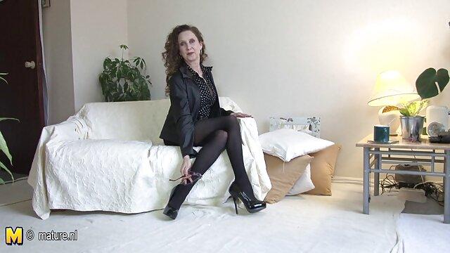 Bella Rose videos xxx en latino recaudando dinero para la universidad